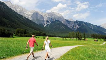 Nordic Walking am Sonnenplateau Mieming. Foto: TVB Sonnenplateau Mieming